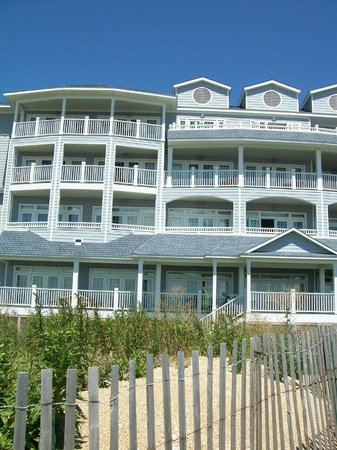 Madison Beach Hotel, Curio Collection by Hilton: Very attractive outside...