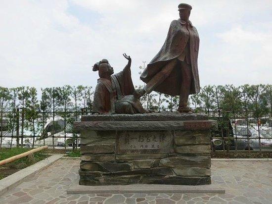 Omiyanomatsu / Statue of Kanichi and Omiya: 「貫一お宮之像」です。
