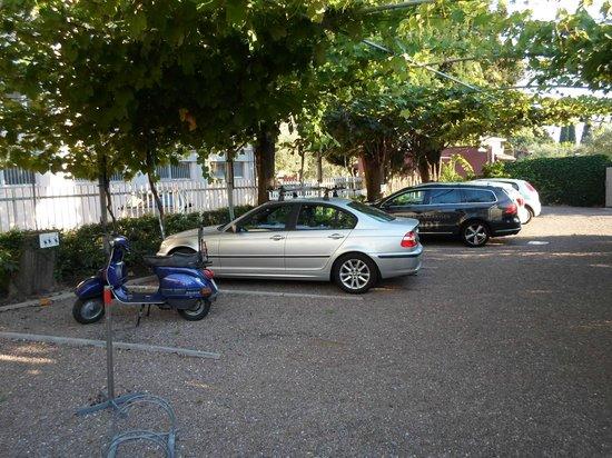 Garni Ischia: Il parcheggio