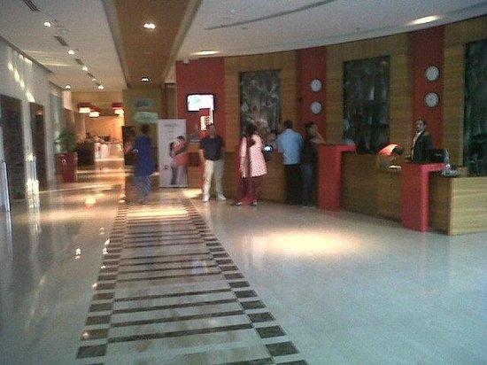 ibis Gurgaon Golf Course Road: The lobby/reception area on ground floor.