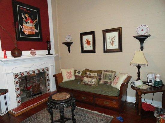 Coombs House Inn: Living room