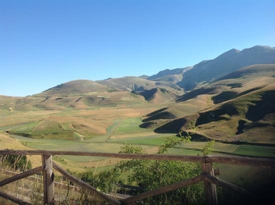 La Valle delle Aquile : Panorama dall'agriturismo Valle delle aquile