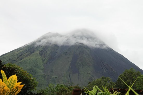 Arenal Volcano Inn : Arenal Volcano, seen from hotel
