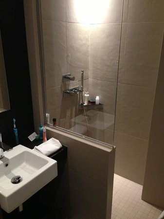 Hotel Marceau Champs Elysees: bathroom