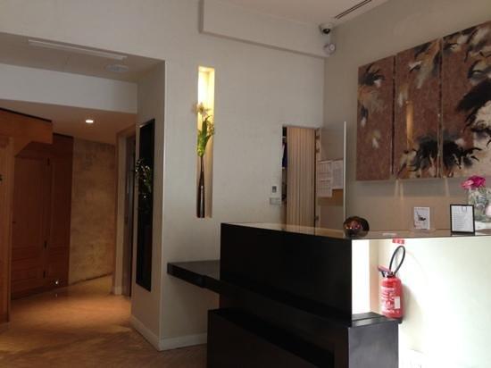 Hotel Marceau Champs Elysees: reception area