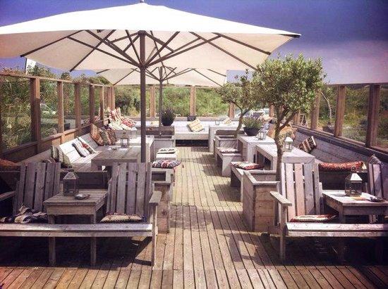Strandhotel ZandtaanZee : terras voorkant