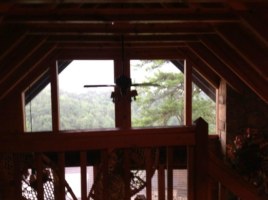 Timberwinds Log Cabins: Picture taken while sitting in bed!