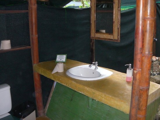 La Leona Eco Lodge : Tent bathroom