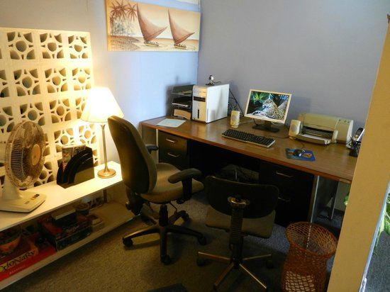 The Amazon Lodge B&B : Guest office