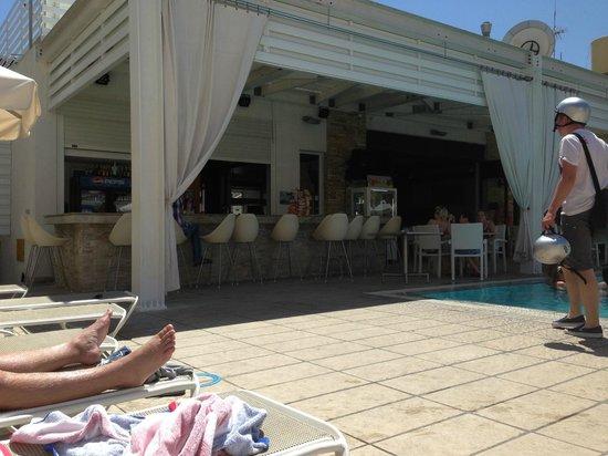 Senator Hotel Apartments: Part of bar area at pool no 1