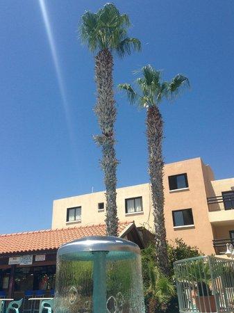 Senator Hotel Apartments: Pool No 2