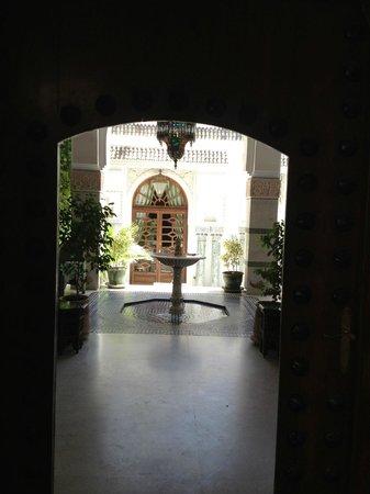 Dar Donab Le Restaurant: Courtyard