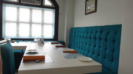 Taj Mahal Restaurant: Combination of blue and white furniture