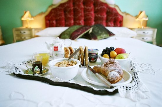 5 Balconi: 'Breakfast in Bed'