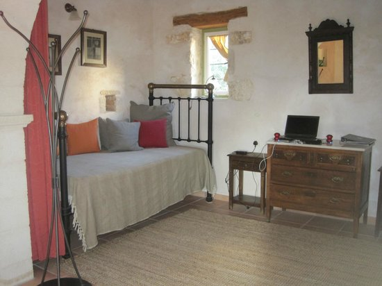 Arosmari Village Retreat: Rosemary Cottage living room
