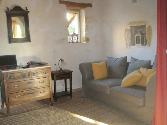 Arosmari Village Retreat: Rosemary Cottage