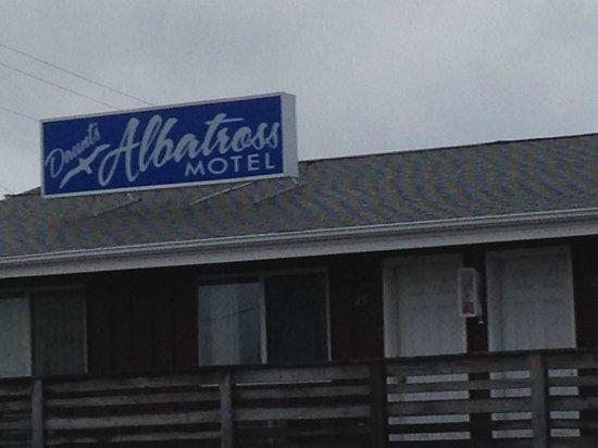 Daunt's Albatross Motel: Front of Daunt's