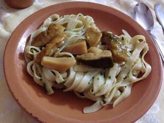 Trattoria La Botte: pasta fatta in casa con funghi porcini