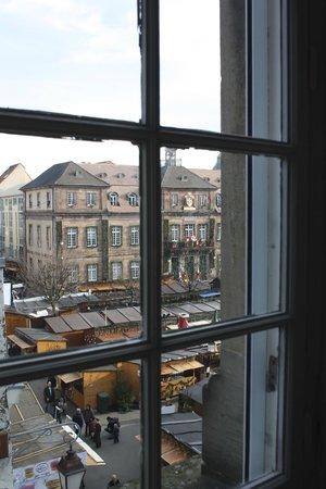 Le Balcon du Prince : Vue sur la place de l'hôtel de ville