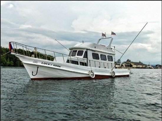 Lucky hook big game fishing boat picture of krabi big for Large fishing boats