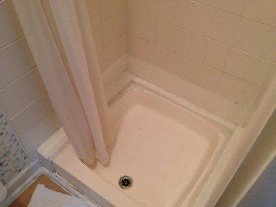 Olanda Guest House: base of shower room