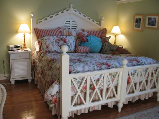 Rocky Springs Bed & Breakfast: King Size Bed