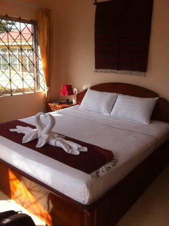 Kampot Riverside Hotel: Guest room