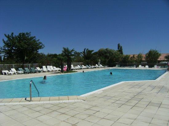 Camping les Fontaines : piscine coté grand bain