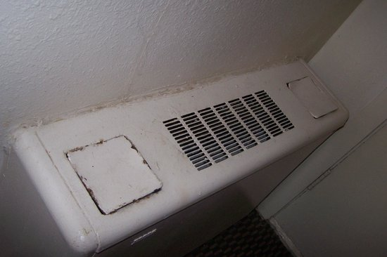 Days Inn Kittery: Old heating unit