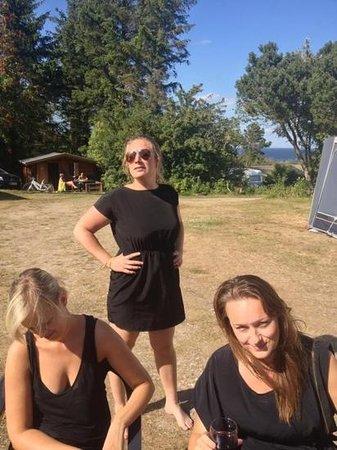 Fur Camping: Eftermiddagshygge i solen