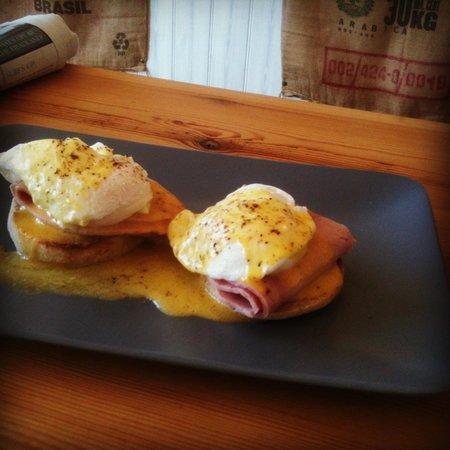 The Coffee Cove: Eggs benedict