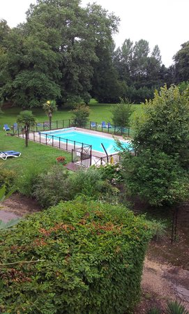 Chateau de la Barge : the gardens and swimming pool