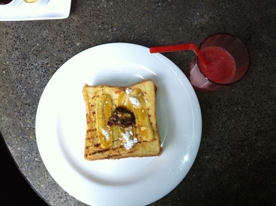 Kia Kaha Villa: french toast for breakfast