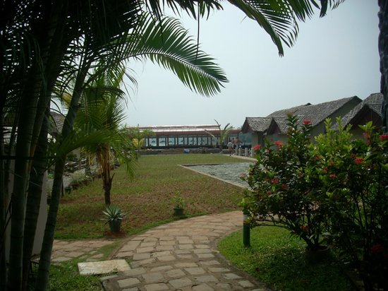 Emarald Pristine Island Floating Resort : lawn view