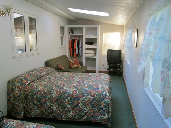 Blue Haven Motor Court: Back bedroom