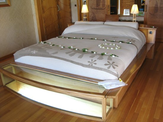 Le Taha'a Island Resort & Spa: 素敵な落ち着いた雰囲気のベッド
