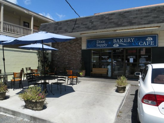 Dixie Supply Bakery & Cafe : Dixie Supply Exterior Seating