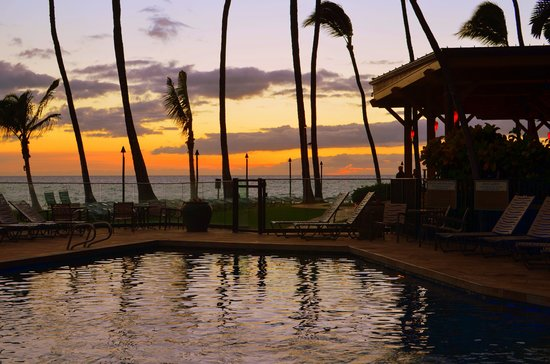 Mana Kai Maui: Pool at sunset