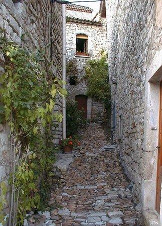 Office de tourisme de Vézénobres : Une ruelle au cœur de la cité...