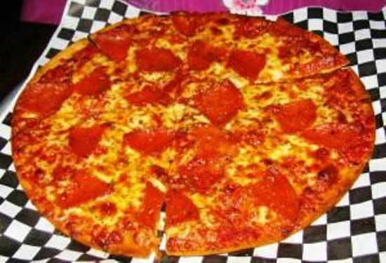 Ron's Original Bar & Grille: Thin Crust Pizza