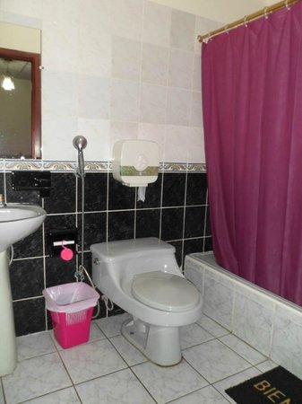 Hostal Perla Real Inn: baño