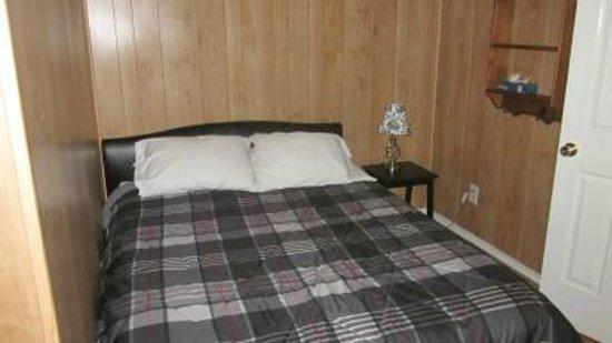 Berry Creek Cabins : bedroom