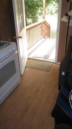 Berry Creek Cabins: door