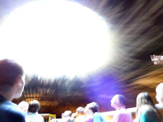 Canauxrama: sous la voute du canal - puit de lumière