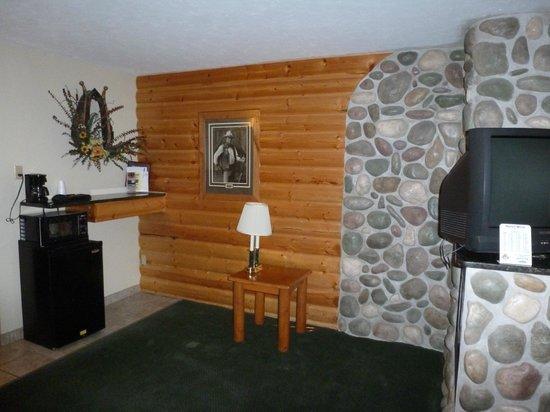Motel West: fridge area