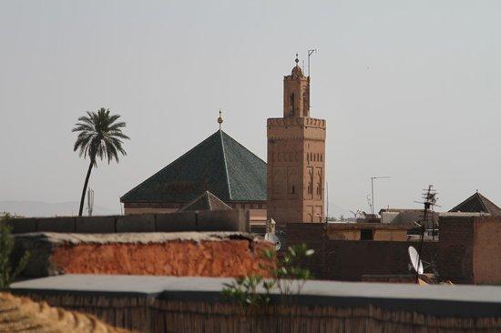 Riad Origines : Vue de la terrasse sur le toit