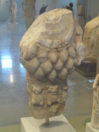 Pythagorion Archaeological Museum: Statua acefala