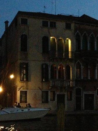 Palazzo Cendon: Hotel at night