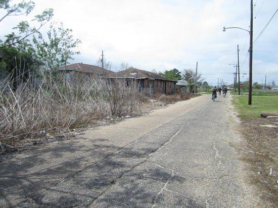 Ninth Ward Rebirth Bike Tours : An area still mostly abandoned