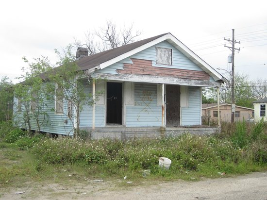 Ninth Ward Rebirth Bike Tours : Unfortunately some houses are still abandoned